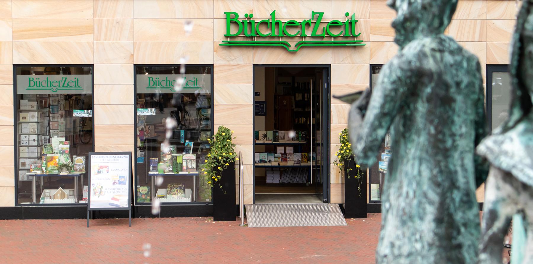 BücherZeit Ladenfront und Brunnen